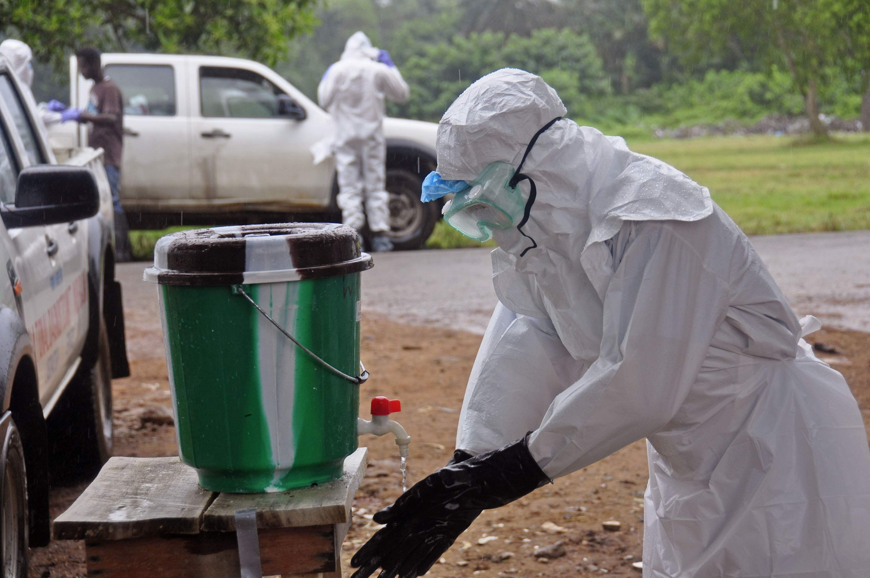 Kenya_bars_travelers_from_Ebola_hit_countries